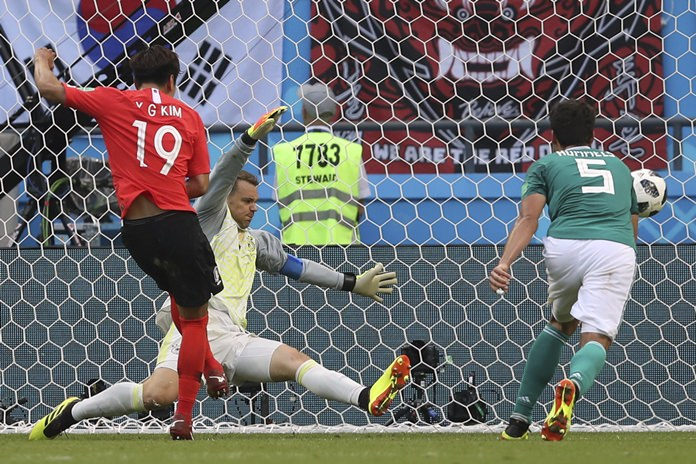 South Korea's Kim Young-gwon, left, scores his side's first goal past Germany goalkeeper Manuel Neuer, center, and Germany's Mats Hummels during the group F match between South Korea and Germany, at the 2018 soccer World Cup in the Kazan Arena in Kazan, Russia, Wednesday, June 27, 2018. (AP Photo/Thanassis Stavrakis)