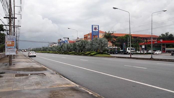 Banglamung officials are asking for a new pedestrian bridge over Sukhumvit Road near Srisuvit School.