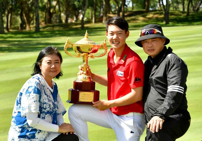 Thai golfer Jazz Janewattananond (center) poses with his parents as he holds the trophy following his victory in the Asian Tour Queen's Cup at Phoenix Gold Golf and Country Club in Pattaya, Sunday, July 1. (Photo/Asian Tour)