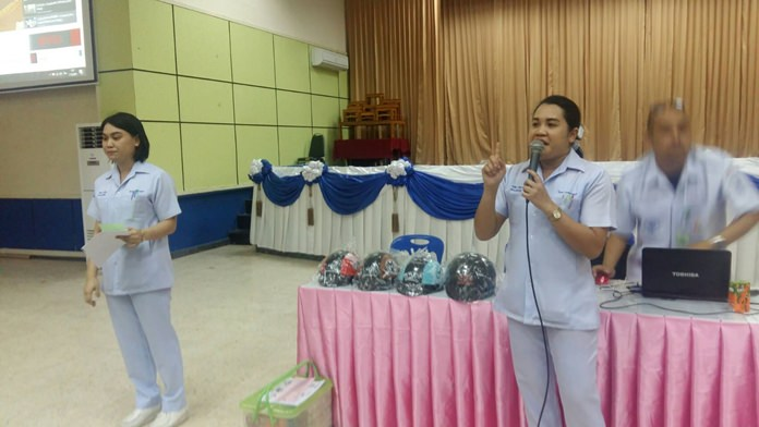 Banglamung Hospital staff teaches Technical College Pattaya students lessons in emergency first response in case of heart attacks or serious injuries on campus.