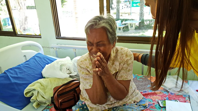Suang Singhaklangpol was brought to the Banglamung Home for the Elderly, given a medical and mental checkup and offered a room.
