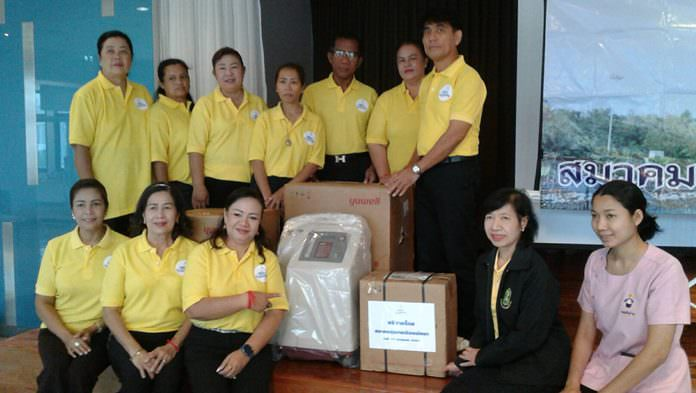 The Pattaya Community Association, led by Association President Orawan Suksanwong, donated ventilators to the Pattaya Public Health Department for use in its mobile medical units.