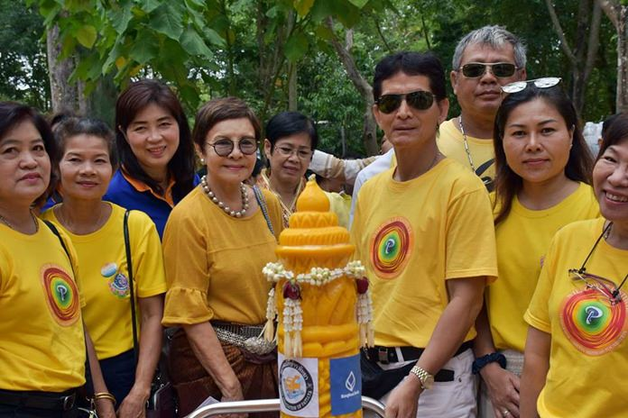 Sopin Thappajug, MD of Diana Group, donated large candles to 3 temples in the Nongprue area.