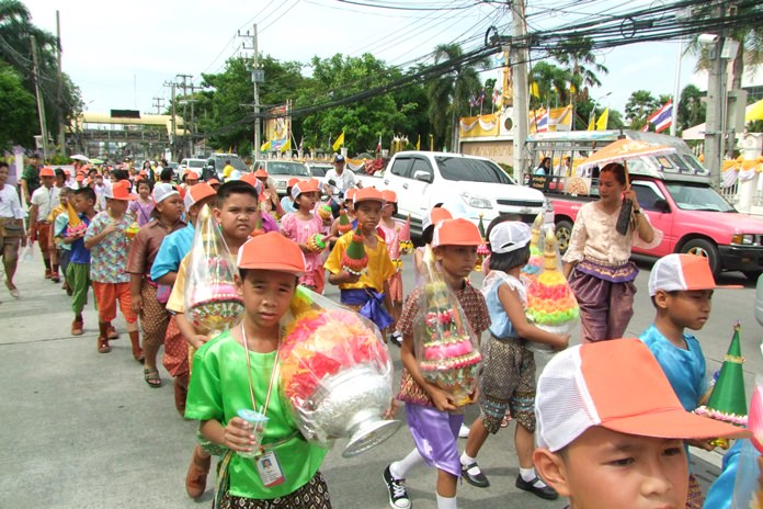 Young students proudly march in the Chonburi parade.