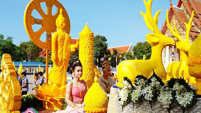 20 organizations took part in the Sattahip candle parade from Sattahip Temple to Sattahip Market.