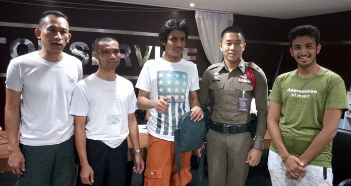 An honest taxi driver returned a bag containing 53,000 baht to a forgetful Kuwaiti tourist.