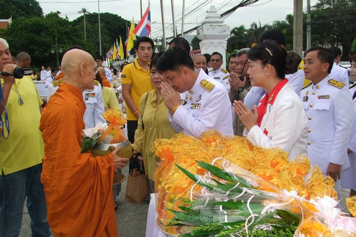Chonburi Gov. Pakarathorn Thienchai and his wife Supaporn, chairwoman of the Chonburi Red Cross, lead a July 28 merit-making ceremony.