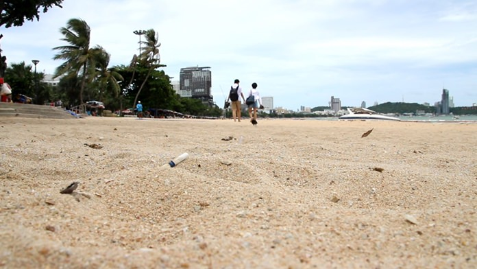 The much-ballyhooed ban on smoking on Pattaya's beaches has failed due, as so often is the case, to lack of enforcement.