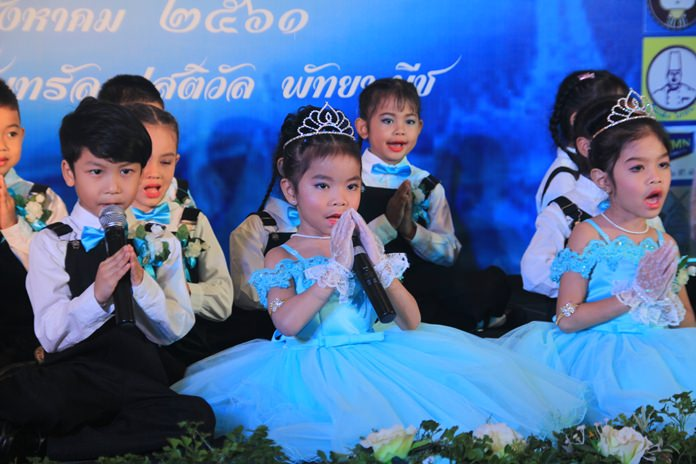 "Students from Pattaya City Schools sing ""The One and only Mother"" on Mothers' Day at Central Festival Pattaya Beach."