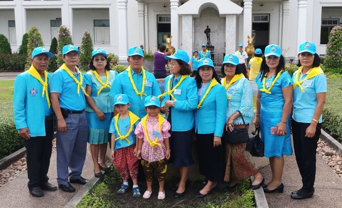 Khopai Community Chairman Wirat Joyjinda led residents to participate in volunteering activities at the Bureau of the Royal Household in Sanarmsuepa, Bangkok.
