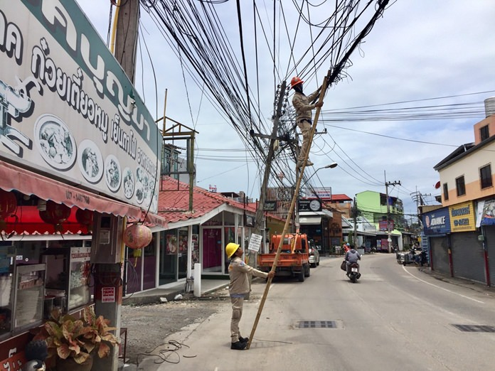 The Provincial Electricity Authority cleaned up messy jumbles of power and utility wires on Soi Khopai 4. They also said they plan a sweeping reorganization of cables to beautify the area. Does this sounds familiar?