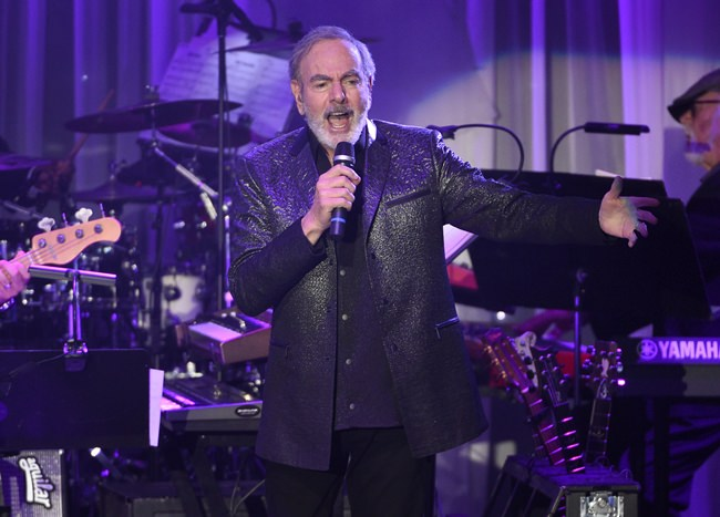 Neil Diamond performs in Beverly Hills, California in this Feb. 11, 2017 file photo. (Photo by Chris Pizzello/Invision/AP)