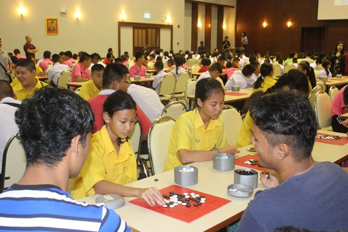 About 200 Pattaya-area students put their thinking caps on to celebrate the life of the Father Ray Foundation's founder at a Go and crossword puzzle tournament.