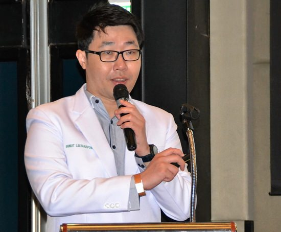 Dr. Bundit Leethanaporn explains to his PCEC audience that it is inevitable that our eyesight changes with age. He then went on to describe the three most common age related problems that will need treatment.
