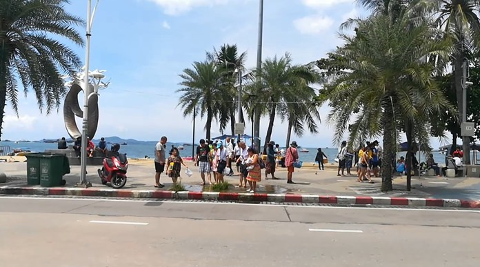 A long-neglected puddle of water from a leaking pipe under Pattaya Beach has become a foot-washing pond for tourists.