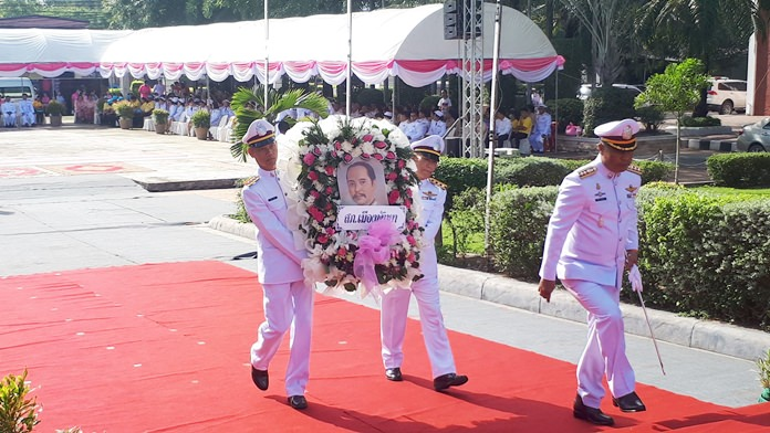 Pol. Col. Apichai Kroppech, Superintendent of Pattaya Police, takes part in the wreath laying ceremony for HM King Chulalongkorn, King Rama V.