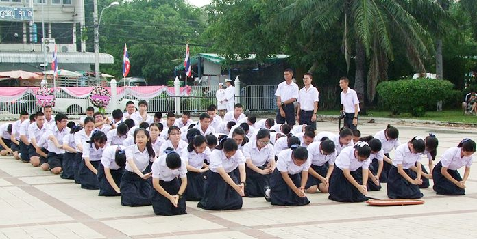Students pay homage to a great king, King Rama V.