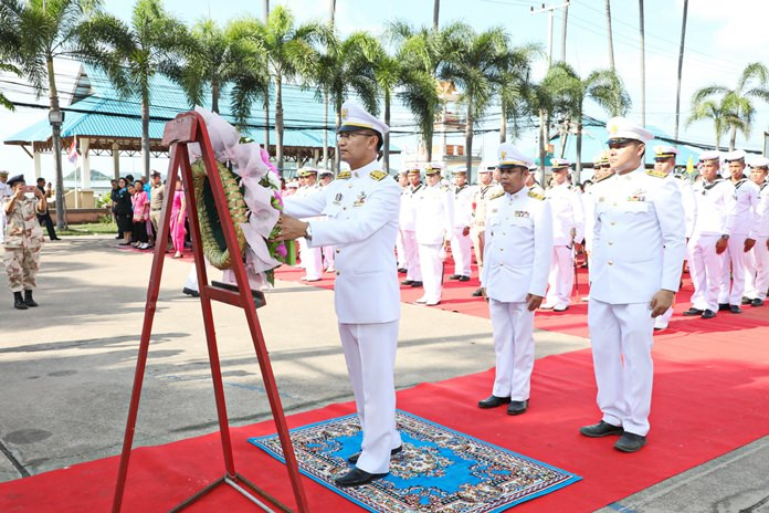 Sattahip District Chief Anucha Intasorn led the public and representatives from 30 organizations in laying wreaths in front of a portrait of King Rama V.