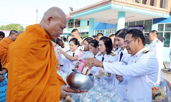 In Sattahip, government officials presented alms to 57 monks at the district office.