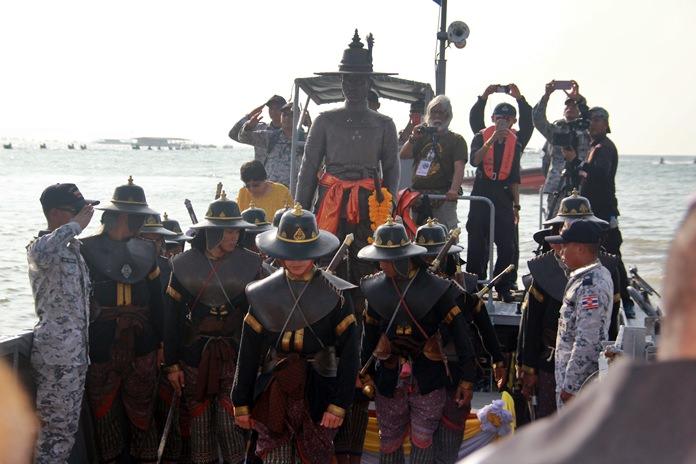 King Taksin arrives at Pattaya Beach from Sattahip.