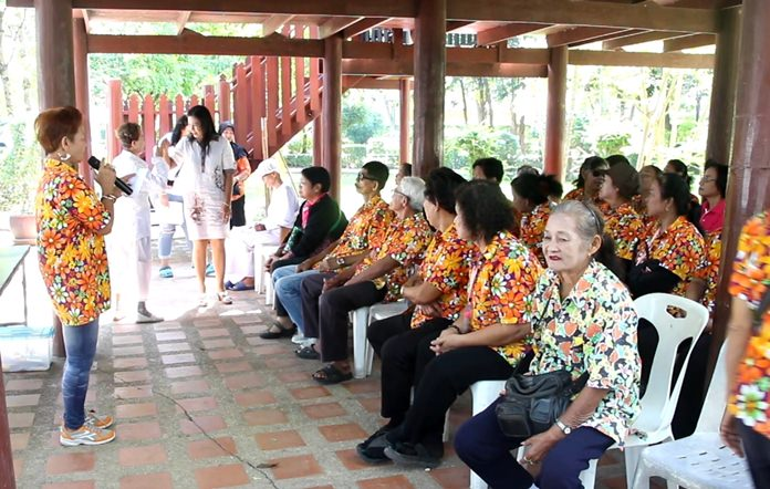 The Rumdul Club advised its elderly members how to stay healthy during Thailand's cool season.