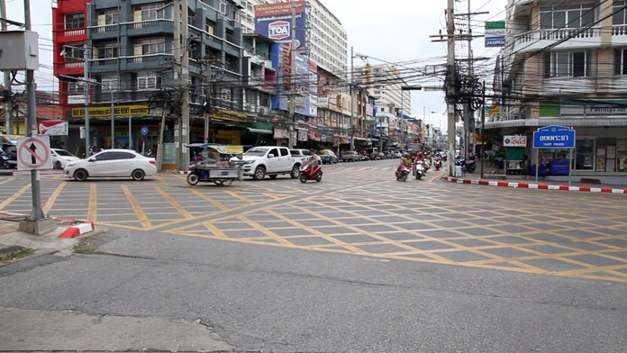 New safety lines painted across a Jomtien Beach intersection has both drivers and pedestrians scratching their heads as to their meaning.