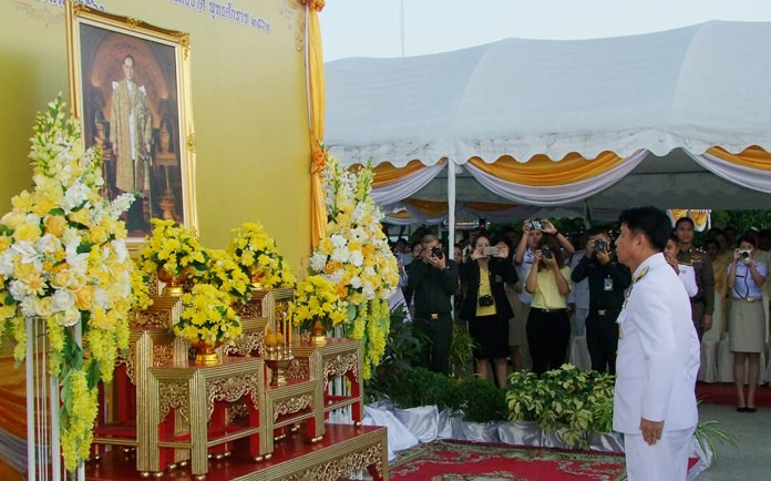 Chonburi Gov. Pakarathorn Thienchai leads officials in performing a morning ceremony to present flowers and incense before a portrait the late HM Rama IX.