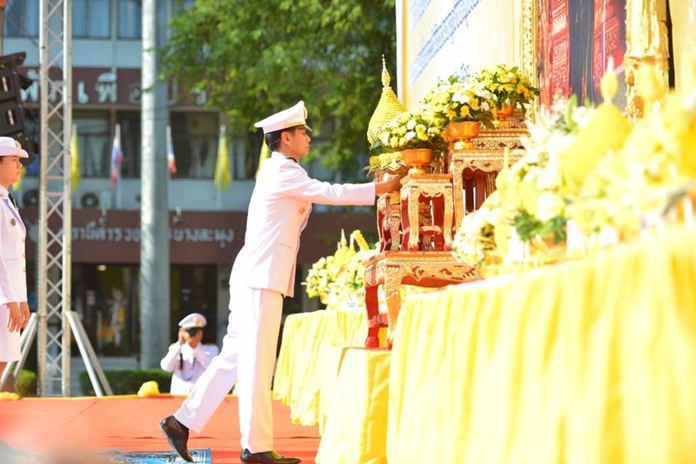 Banglamung District Chief Amnart Charoensri makes an offering of flowers and incense in front of a portrait the late HM Rama IX.