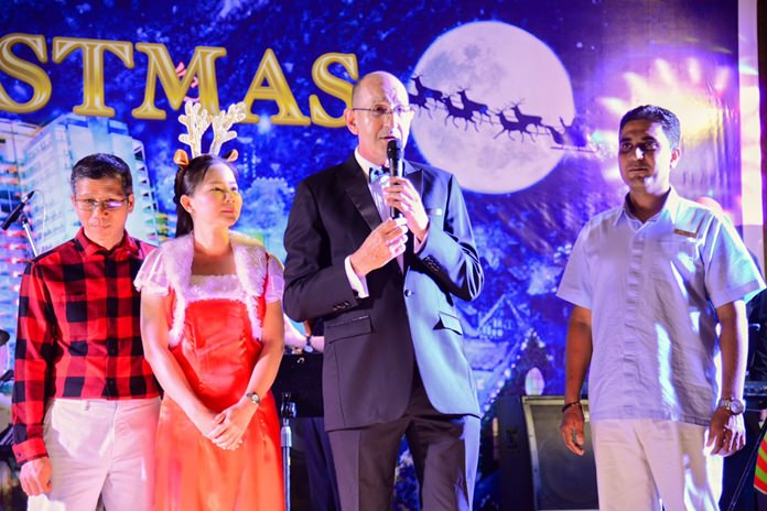 Denis Thouvard, General Manager of Centara Grand Mirage Beach Resort Pattaya, led hotel guests and other participants in the Christmas Eve Dinner at the Mirage Grand Ballroom.