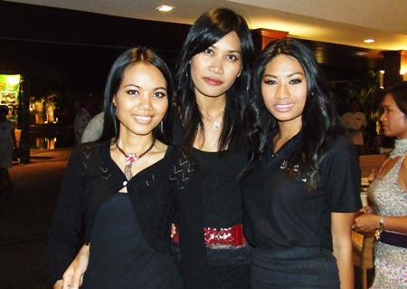(L to R) Tonor, O, and Ae add pulchritude to the event.
