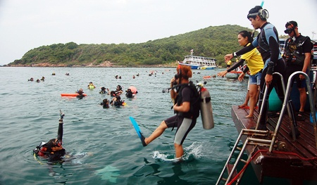 "Hundreds of divers take the ""giant stride"" off Koh Larn Vak."
