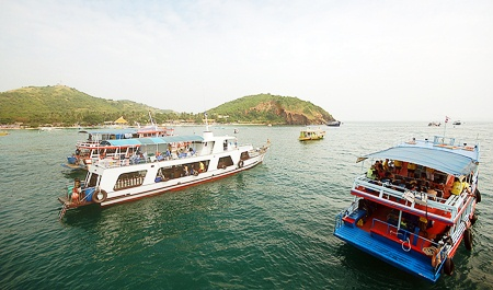 A fleet of seven boats was needed to shuttle all the divers to Koh Larn.