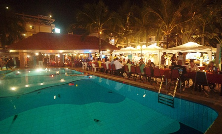 A full day of diving was topped off with a buffet dinner and entertainment at the Captain's Corner restaurant.