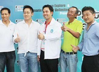 Mayor Itthiphol Kunplome (center), TAT Pattaya office director Niti Kongkrut (2nd right) and friends announce the Pattaya Dive Festival will take place Nov. 13-14.