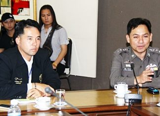 Mayor Itthiphol Kunplome (left) and Pattaya Police Superintendant Nanthawut Suwanla-Ong (right) meet with bar owners about the possibility of extending closing hours within Pattaya.