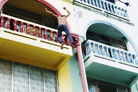 After stabbing his boss, Sa-nga Konglom jumped from a 4th floor balcony.