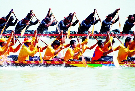 Experience the fun and excitement of Longboat racing at Pattaya's Lake Mabprachan this weekend.