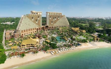 Centara Grand Mirage Beach Resort, Pattaya.
