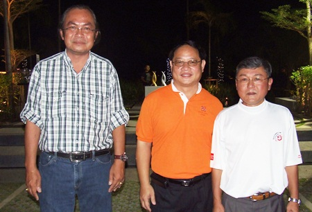 (L to R) Yongyuth Wiangsimma, general manager (Design & Construction) of Horseshoe Point; Itthikorn Eurpornpaisarn, resort general manager of Horseshoe Point; and Prasertchai Phornprapha, director of Siam County Club Pattaya Plantation.