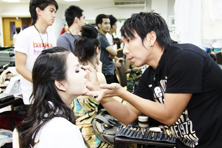 """Thailand's """"Nong Mic"""", Miss Tiffany's Universe 2010, is made up before the contest."""