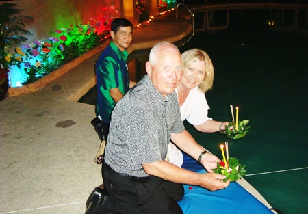 A loving couple prepares to loy their krathong at the Montien Hotel.