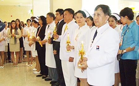 Bangkok Pattaya Hospital organizes a candlelight ceremony to honor HM the King.