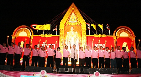 Mayor Itthiphol Kunplome leads Pattaya's citizens in the candlelight ceremony.