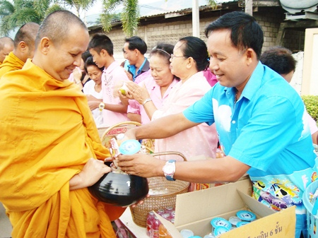 People in Plutaluang make merit by donating alms to 84 monks.
