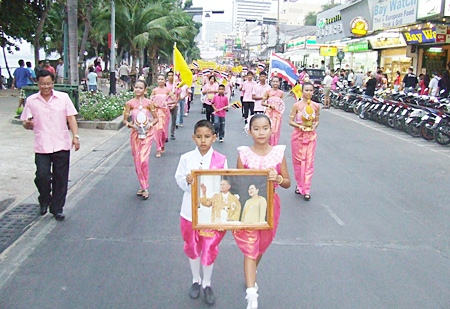 Local students are always a big part of every Pattaya parade in honor of His Majesty the King.