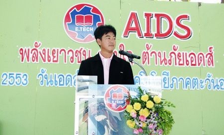 Chonburi Gov. Wichit Chatpaisit leads a rally of students and teachers at Eastern Technology College with lecturers invited to provide the latest information on the disease.
