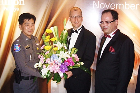 Maj. Arun Promphan, superintendent of the Pattaya Tourist Police, congratulates General Manager Harald Feurstein and Thomas Hoeborn, regional general manager.