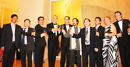 The executives and the management of Hilton Pattaya join in the toasts to officially announce the opening of Hilton Pattaya.