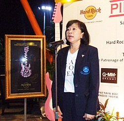 Manussawad Kesboonchu, breast cancer manager from the Thanyarak Breast Cancer Foundation says thank you to the Hard Rock Cafe.