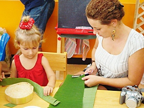 Karolina and her mother make their krathong.